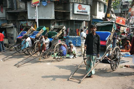 Kolkata1  Streetlife KolkataOpvallend veel loopriksja's nog 1610_3043.jpg
