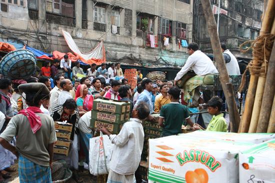 Kolkata2 Auctioneers at the vegetable market Veilingmeesters op de groentemarkt in Kolkata 1720_3141.jpg