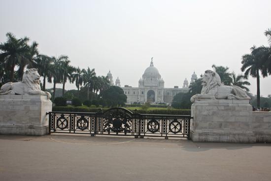 Kolkata2 Entrance of Victoria Memorial Hall (1921) Ingang van de Victoria Memorial Hall in Kolkata (1921) 1790_3179.jpg
