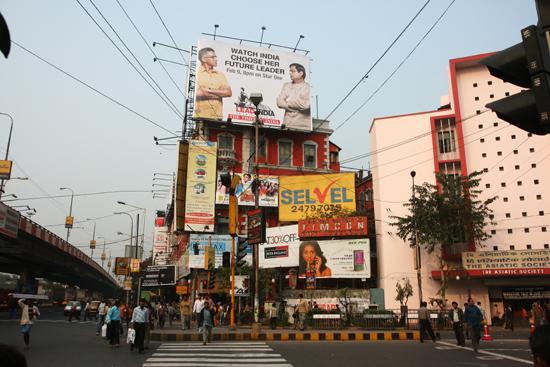 Kolkata2 Characteristic bill-boards Enorme karakteristieke billboards 1910_3248.jpg
