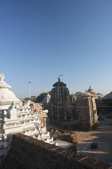 Bhubaneshwar Lingaraja Temple Uitzicht op de binnenplaats van de Lingaraja tempel in Bhubaneshwar (1100) 1950_4310.jpg