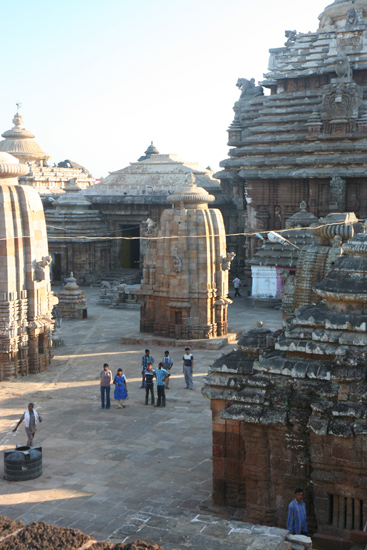 Bhubaneshwar Unfortunately not allowed for non-hindoes Lingaraja tempel - BhubaneshwarHelaas niet toegankelijk voor niet-hindoes 1970_4320.jpg