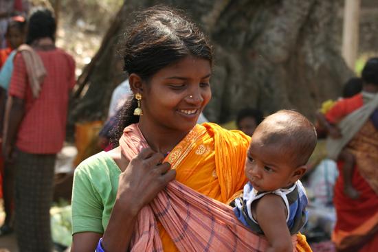 Adivasi-Tour2 Proud Adivasi-mother Trotse Adivasi-moeder 2200_4491.jpg