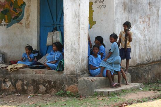 Adivasi-Tour2 Girls' school Meisjesschool voor Adivasi in Orissa 2220_4503.jpg