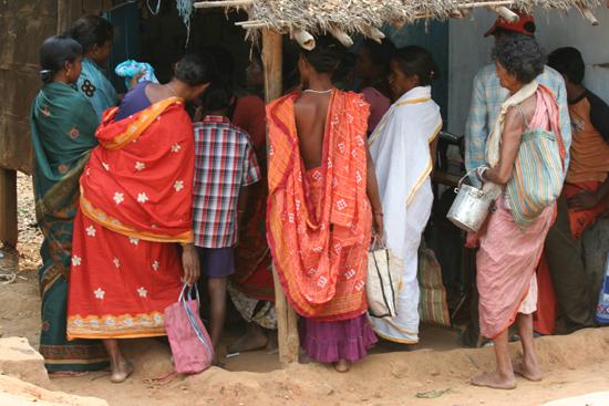 Adivasi-Tour3 Colourful clothing at the market Kleurige kleding op de markt 2640_4873.jpg