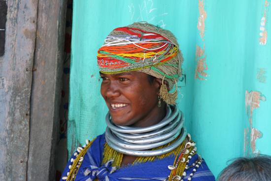 Adivasi-Tour5  Portret van Adivasi-vrouw in OrissaPrachtige sieraden 2860_5114.jpg