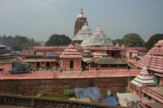Puri So we climbed the tower of the adjadent Raghunandan Library Daarom de toren van de naastgelegen bibliotheek  Raghunandan Library beklommenBinnenplaats van de tempel  3670_5852.jpg