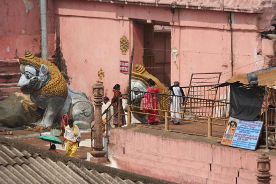 Puri Detail of the court-yard of the temple Detail van de binnenplaats van de tempel 3690_5863.jpg