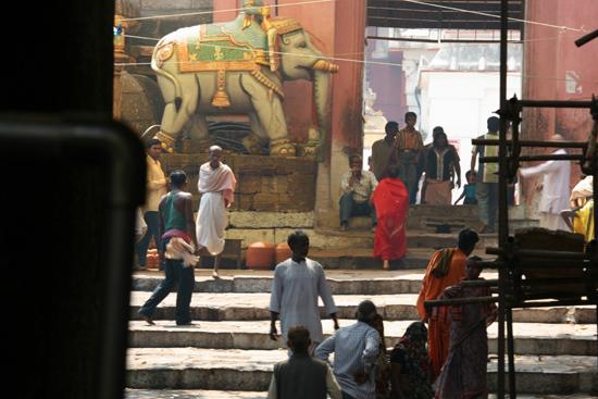 Puri Detail of the court-yard of the temple Detail van de binnenplaats van de tempel 3740_5892.jpg