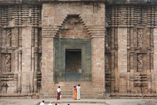 Konark Door of the Sun temple Deur van de Sun tempel 3860_5996.jpg