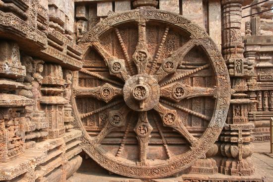 Konark One of the 24 wheels Een van de 24 schitterende wielen 3910_6030.jpg