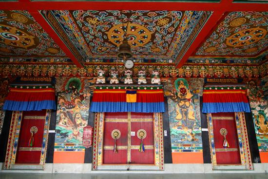 Rumtek Entree van het Dharma Chakra Centre in Rumtek<br><br> 0640_3767.jpg