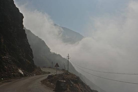 Gangtok Bij de start was het nog zwaar bewolkt�<br><br> 0860_3904.jpg