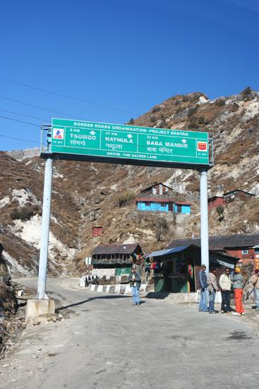 Gangtok Korte stop op 8 km van het meer<br><br> 0910_3926.jpg