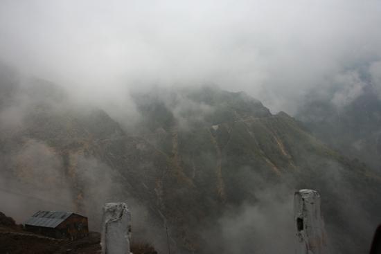 Gangtok We doken de wolken weer in<br><br> 1090_4017.jpg