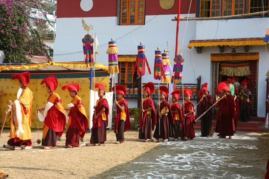 Kalimpong Begin van een maskerdans in een van de kloosters in Kalimpong<br><br> 1250_4135.jpg