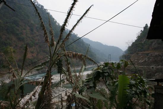 Siliguri Bij de Geilkhola Bridge onderweg van Kalimpong naar Siliguri (West-Bengalen)<br><br> 1300_4182.jpg