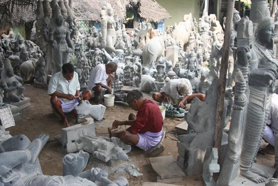 Mamallapuram Een van de vele steenhouwerijen in Mamallapuram IMG_6350.jpg