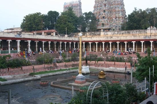 Madurai2 In de namiddag toch nog even terug naar de tempel IMG_6839.jpg