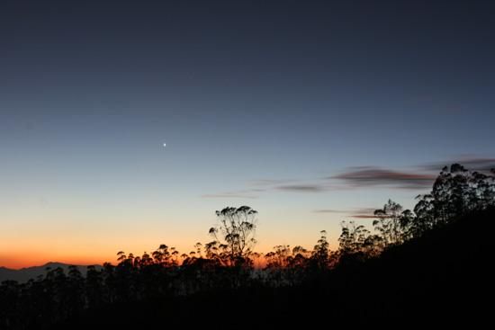 Ooty Uitzicht vanaf het balkon van hotel op bergtop IMG_7847.jpg