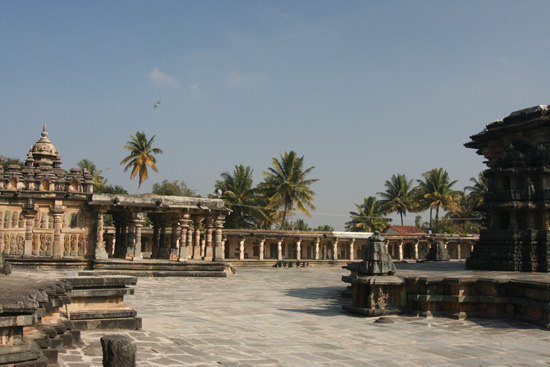 Belur Deel van het tempelcomplex in Belur IMG_8533.jpg