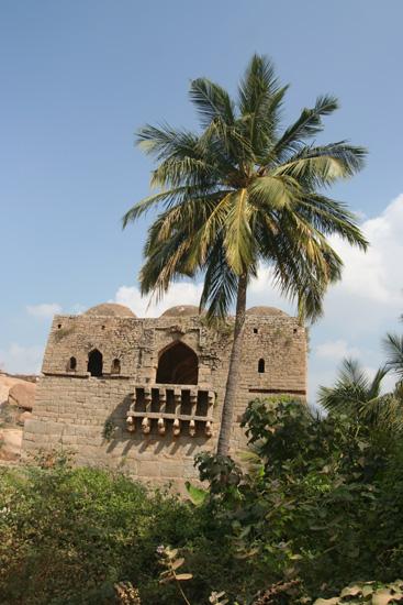 Hampi Een van de wachttorens van de oude stad IMG_8924.jpg