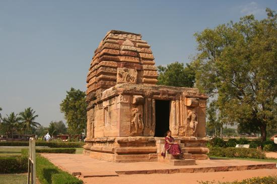 Pattadakal Tempelcomplex in de Dravidiaanse stijl, gelegen aan de Malaprabha rivier IMG_9051.jpg