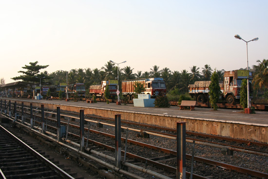 Mumbai Goa station, wachtend op de nachttrein naar Mumbai IMG_9416.jpg