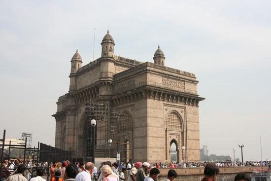 Mumbai Gateway of India, een 25 m hoog monument gebouwd in 1911-1913ter herinnering aan het bezoek van King George V en Queen Mary in 1911. IMG_9577.jpg