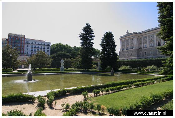 Madrid02 Royal Palace and Jardines de Sabatin 0250_6671.jpg