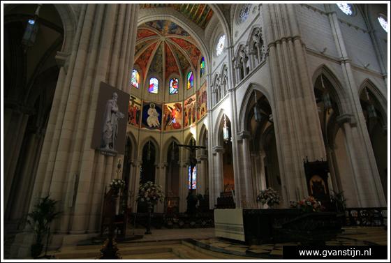 Madrid03 Catedral de Santa Maria La Real de Almudena 0300_6493.jpg