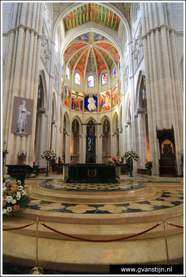 Madrid03 Catedral de Santa Maria La Real de Almudena 0310_6497.jpg