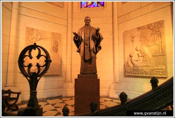 Madrid03 Catedral de Santa Maria La Real de Almudena 0330_6510.jpg