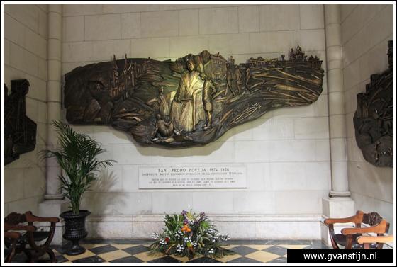 Madrid03 Catedral de Santa Maria La Real de Almudena 0380_6532.jpg