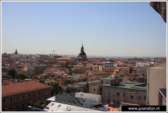 Madrid03 View from the roof of the Catedral de Santa Maria La Real de Almudena 0460_6563.jpg