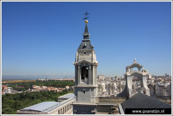 Madrid03 View from the roof of the Catedral de Santa Maria La Real de Almudena 0500_6577.jpg