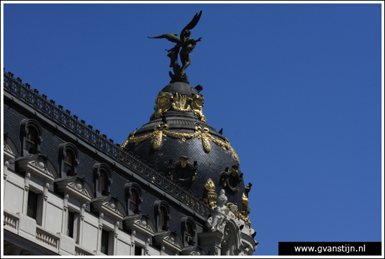 Madrid05 Top of the Metr�polis building at Calle Alcal� 0860_6586.jpg
