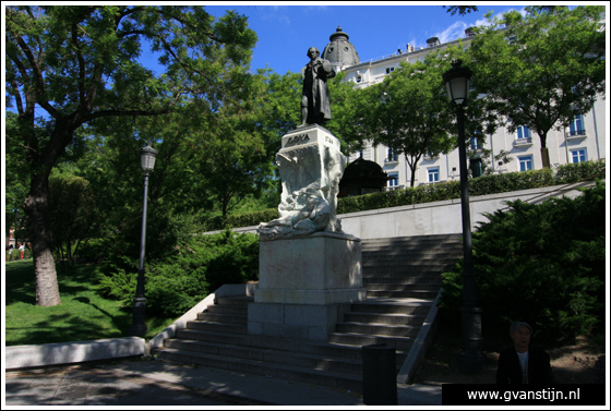 Madrid05 Statue of Goya near Prado Museum 0920_6246.jpg