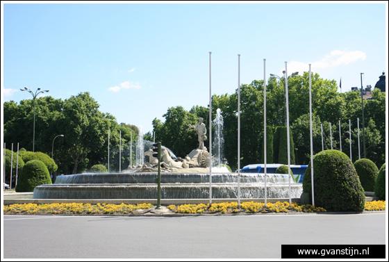 Madrid05 Fountain of Neptune at Plaza de Neptuno 0930_6266.jpg