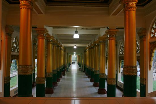 Yangon1 Yangon Laatste deel van de entree naar het centrum van het  complex op Singuttara Hill   0040_4702.jpg