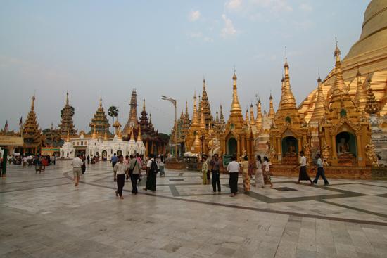 Yangon1 Yangon - Shwedagon pagode   0060_4712.jpg