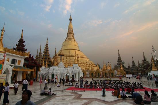 Yangon1 Yangon - Shwedagon pagode   0090_4730.jpg