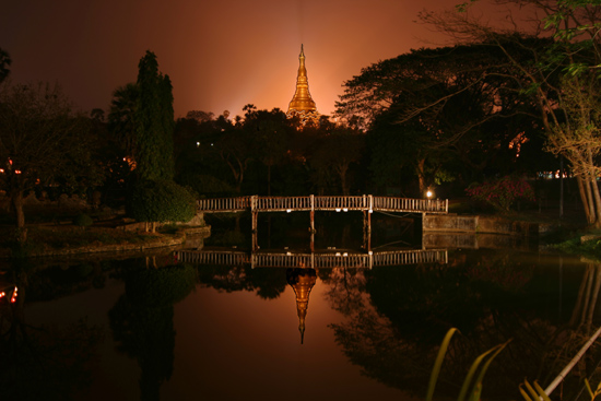 Yangon1 Yangon - Shwedagon Paya Pagode Uitzicht vanuit restaurant   0240_4757.jpg