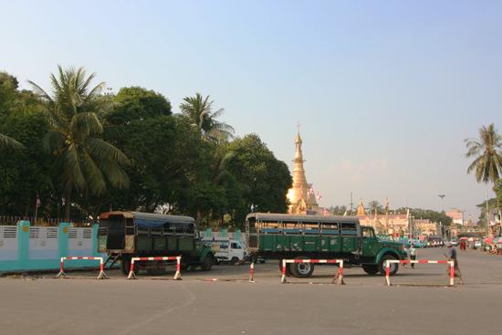 Yangon2 Yangon - Botataung Paya (Pagode) aan de Yangon River   0460_4882.jpg