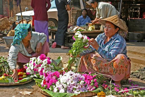 Mandalay Mandalay  Mooie en uitgebreide bloemen en groentenmarkt   0560_5031.jpg