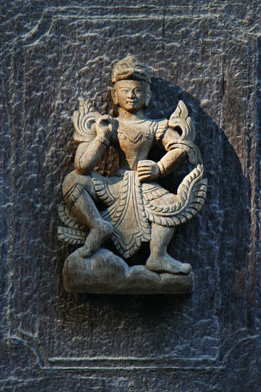 Mandalay Het teakhouten Shwenandaw Kyaung monastry klooster (1895) bevat veel gedetaiileerd houtsnijwerk   0690_5645.jpg