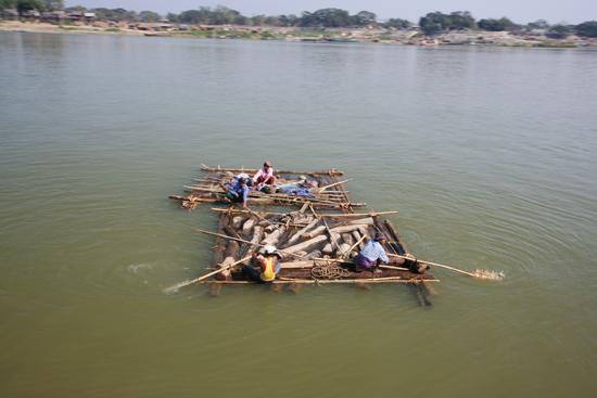 Mingun Irrawady River Transport van teakhout naar China   0810_5109.jpg