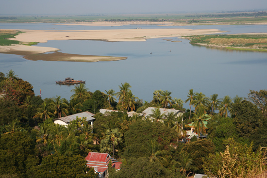Mingun Uitzicht op de Irrawady River vanaf de Mingun Paya (pagode)   0840_5169.jpg