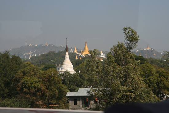 Amarapura Sagaing Hill 500 stupas / pagodes / tempels   1020_5369.jpg