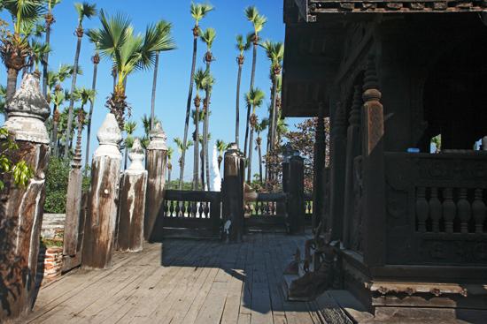Ava Ava Teakhouten Bagaya Kyaung monastery (1834) (267 pilaren)     1100_5440.jpg